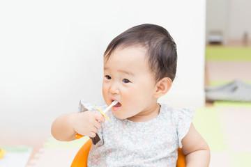 かわいい赤ちゃん 歯磨き