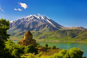 Poster Turquie Turkey. Akdamar Island in Van Lake. The Armenian Cathedral Church of the Holy Cross (from 10th century). The dormant volcano Mount Cadir (Cadir Dagi) in the background