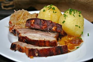organisch, lifestyle, schweinekrustenbraten, kartoffelknödel, makro, speck-sauerkraut, close-up, selbstgemacht, modern, neu