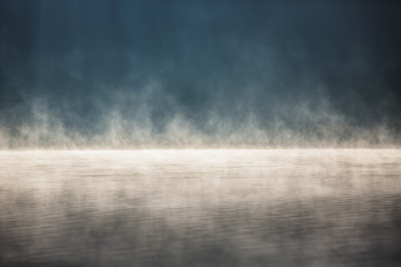 Photo sur Aluminium Lac / Etang Morning fog on the lake