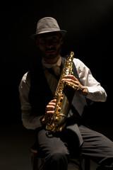 Saxofonista en clave baja
