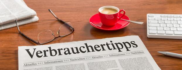 Zeitung auf Schreibtisch - Verbrauchertipps