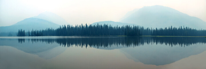 Foto op Aluminium Wit Foggy mountain lake