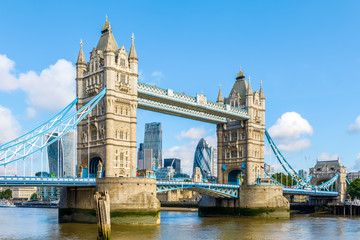 Sunny day at Tower Bridge in London, United Kingdom Fototapete