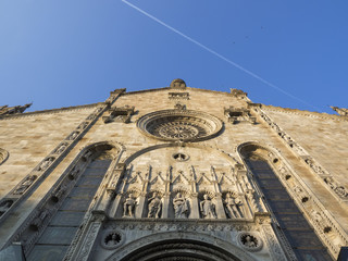 Cathedral di Como: A view upward to the upper façade of the late Renaissance Cathedral in Como, Italy