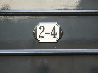 Huisnummer/ number plate 2-4