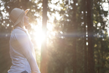 Lifestyle summer image of pretty blonde hipster woman with bag p