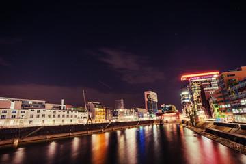 Night city osvitchene neon.