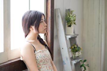 美しく若い女性のポートレート