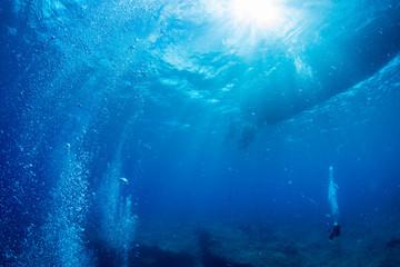 Fototapete - Boat from underwater