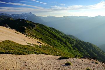 燕岳稜線から北アルプスを望む