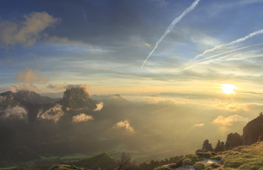 Fotomurales - Mont Aiguille in the French Vercors during a tranquil, summer sunrise.