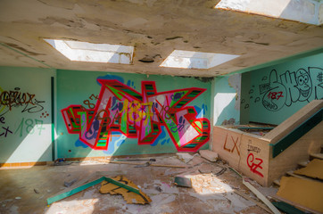 graffiti in eingangshalle