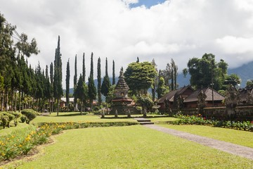Holiday in Bali, Indonesia - Ulundanu Temple and Lake Beratan