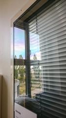 Jalousie vor dem Fenster