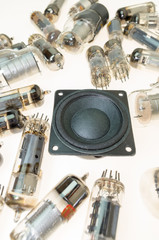 Vacuum electronic tubes and uncabled loudspeaker