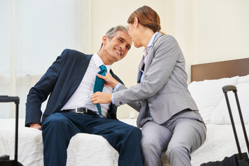 Zwei Geschäftsleute als Paar haben eine Affäre