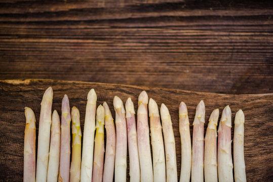 white asparagus steams