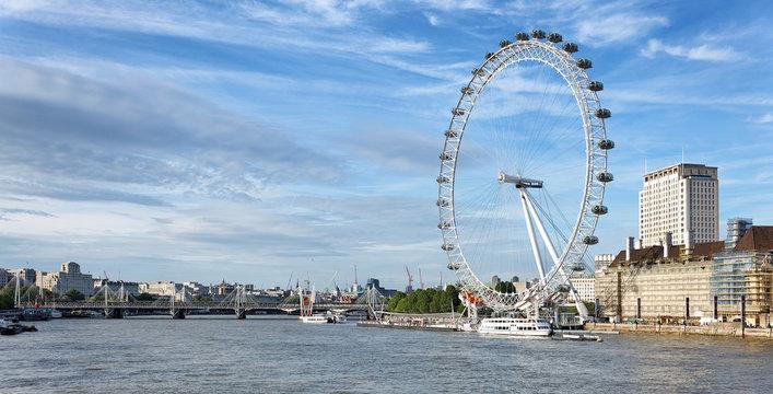 London Eye an der Themse, England