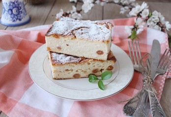 Cheesecake, cottage cheese pudding with fresh lemon