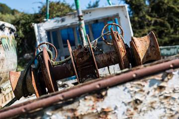Cimetière de Quelmer : Bâteaux à l'abandon, machinerie