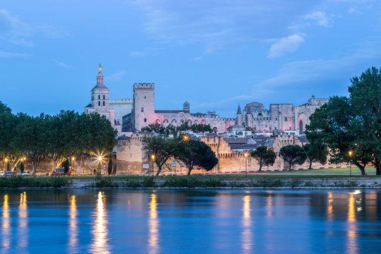 night in Avignon