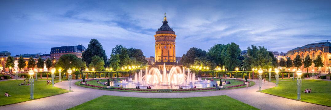 Mannheim Rosengarten und Wasserturm bei Nacht