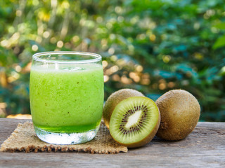 Kiwi fruit and kiwi smoothie