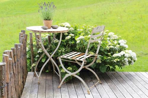 rostige gartenm bel auf terrasse 115102558. Black Bedroom Furniture Sets. Home Design Ideas