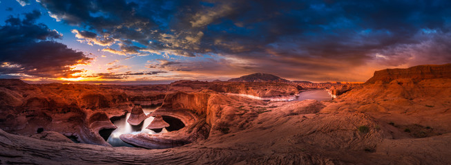 Spoed Fotobehang Canyon Reflection Canyon and Navajo Mountain at Sunrise Panorama