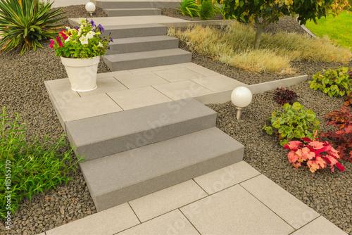 Moderner steingarten mit steintreppe und au enbeleuchtung modern rock garden with stone - Moderner steingarten ...