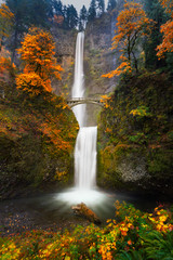 Door stickers Waterfalls Multnomah Falls in Autumn colors