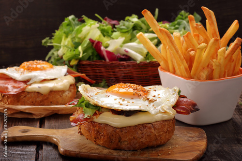 Fried Egg Sandwich With Bacon And Blue Cheese Recipes ...