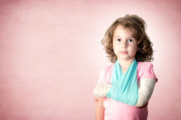 Little kid with broken hand