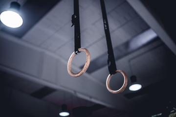 anelli da ginnastica in palestra
