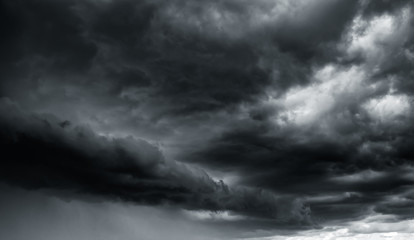 Photo sur cadre textile Ciel Dramatic thunder storm clouds at dark sky