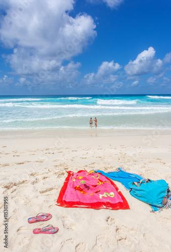 serviettes sur plage de grande anse la digue. Black Bedroom Furniture Sets. Home Design Ideas