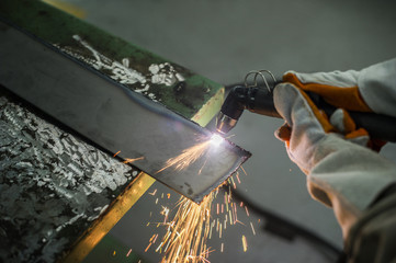 Cutting steel with a plasma.