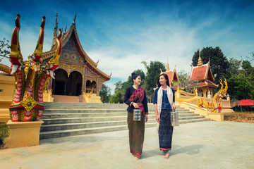Asian girls are the pilgrimage to the temple.