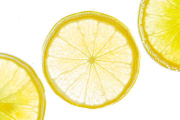 Fresh lemon slice in water with bubbles on white background Fototapete