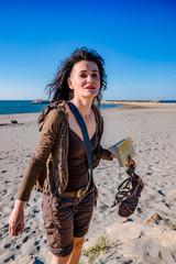 Femme sur la plage des Saintes-Maries-de-la-Mer
