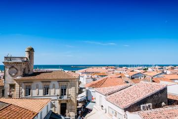 Panorama des Saintes-Maries-de-la-Mer vu du haut de l'église fortifiée Notre-Dame-de-la-Mer