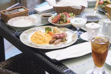 朝食のスクランブルエッグ