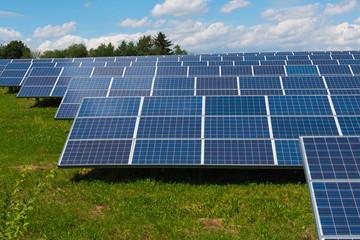 Solar Feld - Solar Panel produzieren erneuerbare Energie aus Sonnenkraft