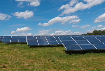Solar Feld - Solar Panel produzieren erneuerbare Energie