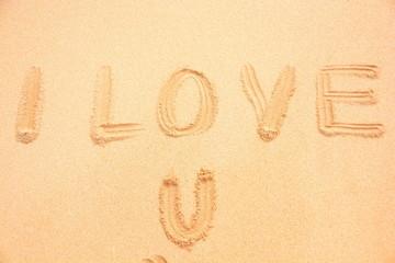 Love You in den sand geschrieben