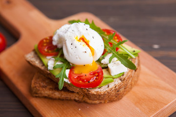 egg on toast with herbs cheese tomatoes