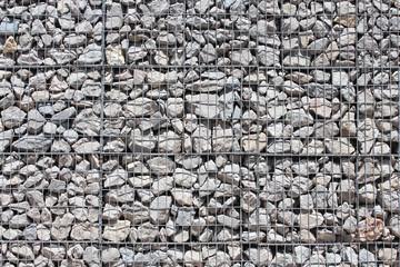 Gabions en grillage métallique avec pierres