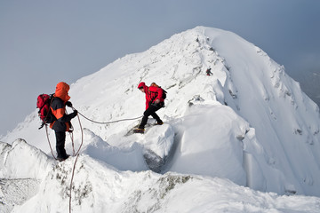 Foto op Aluminium Alpinisme Climbing in mountains. Team work.