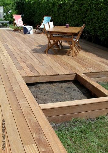 r alisation d 39 une terrasse en bois exotique photo libre de droits sur la banque d 39 images. Black Bedroom Furniture Sets. Home Design Ideas